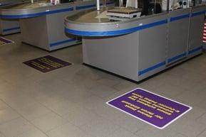 Multifunctionele en gebruiksvriendelijke vloerstickers met dot-belijming