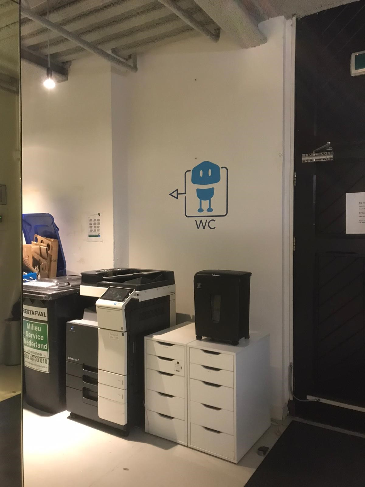 Wall-grip wc signage