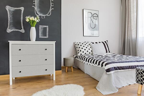 Zelfklevende meubelfolie slaapkamer 1