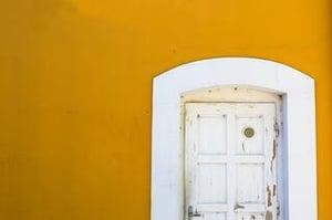 Designers dilemma - geprinte deurstickers of beprinte deuren