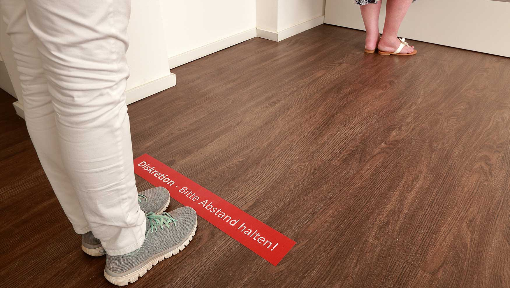 floorgraphics_social_distancing_4